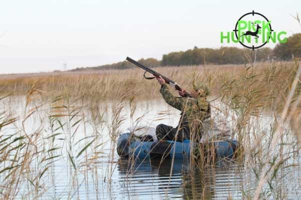 safety precautions when hunting from a boat